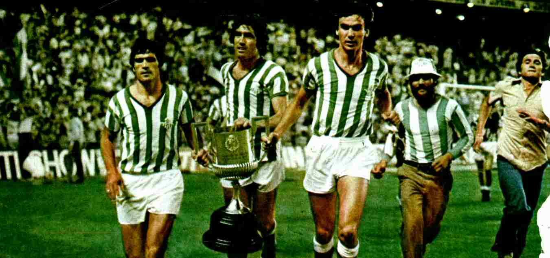 Real Betis celebra la victoria en la Copa del Rey de 1977.