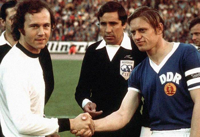 Bernd Bransch y Beckenbauer, capitanes de Alemania en 1974