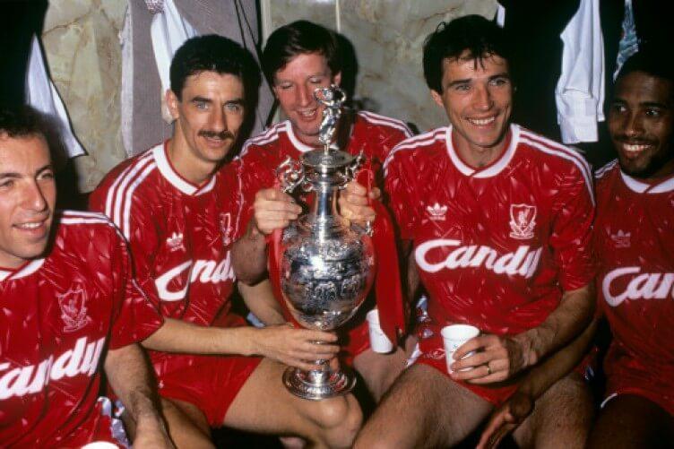 El Liverpool gana la Primera División 1989/90, volverá a ganar el título de liga 30 años después